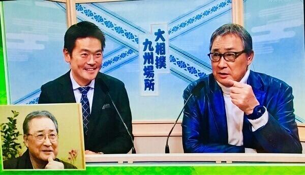 光る青スーツの北の富士さん
