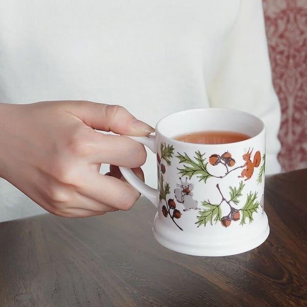どんぐりとリスのマグカップ
