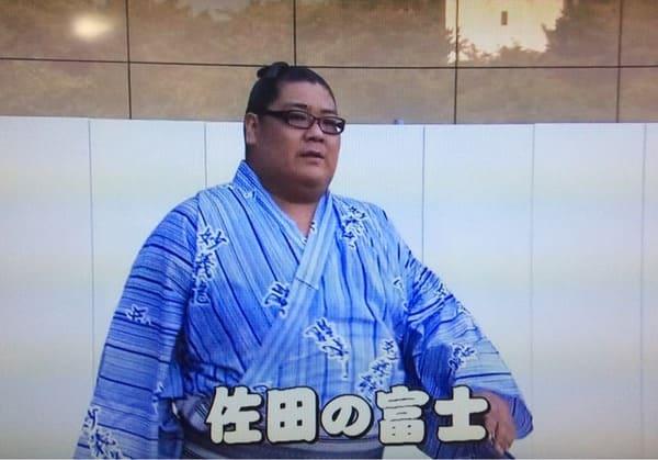残念そうな浴衣姿の佐田の富士